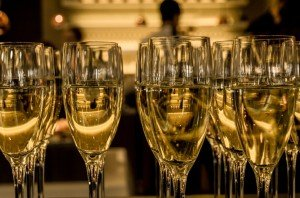 new-year-s-eve-ceremony-champagne-sparkling-wine-large