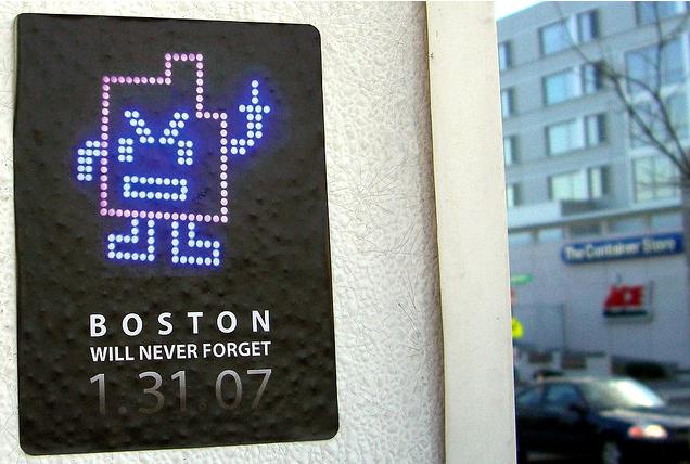 Boston gverila Mooninite panic